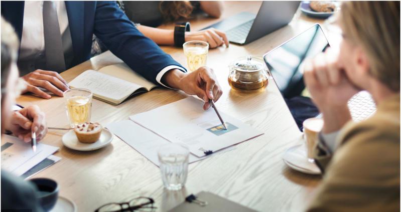 企业管理团队商讨会议