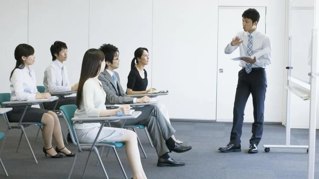 想要提升职场礼仪先要注重自我涵养